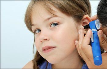 Зуд в ушах, причину ищет врач